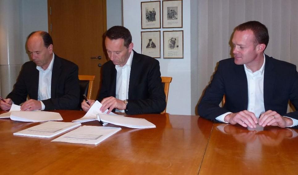 Vertragsunterzeichnung PALFINGER Dreggen